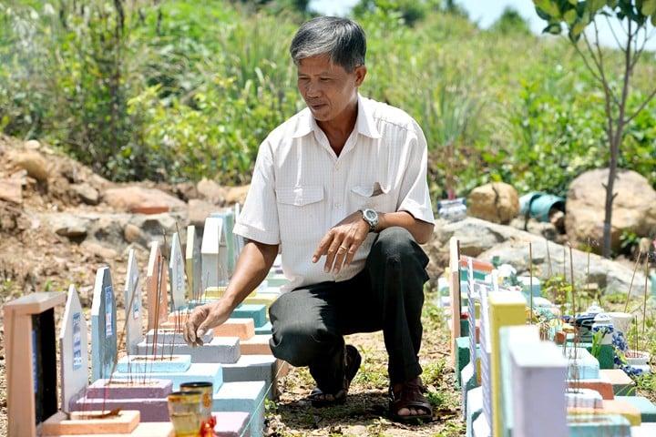 vietnamita en cementerio de niños no nacidos