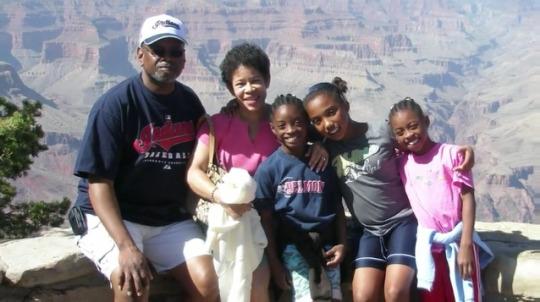 Simone Biles, abuelos y hermanos
