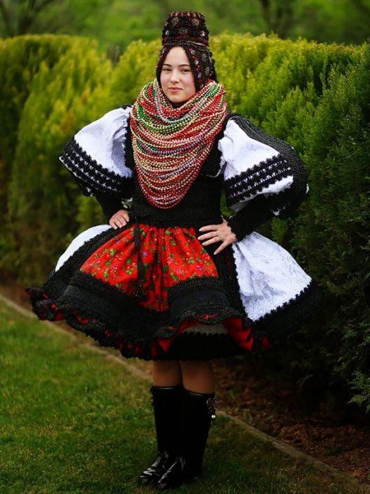Traje de novia típico de Rumania