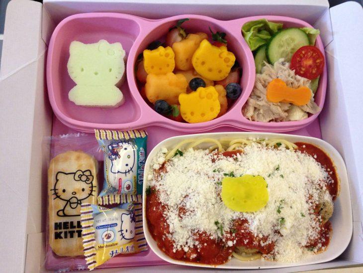 comida vuelo Hello Kitty