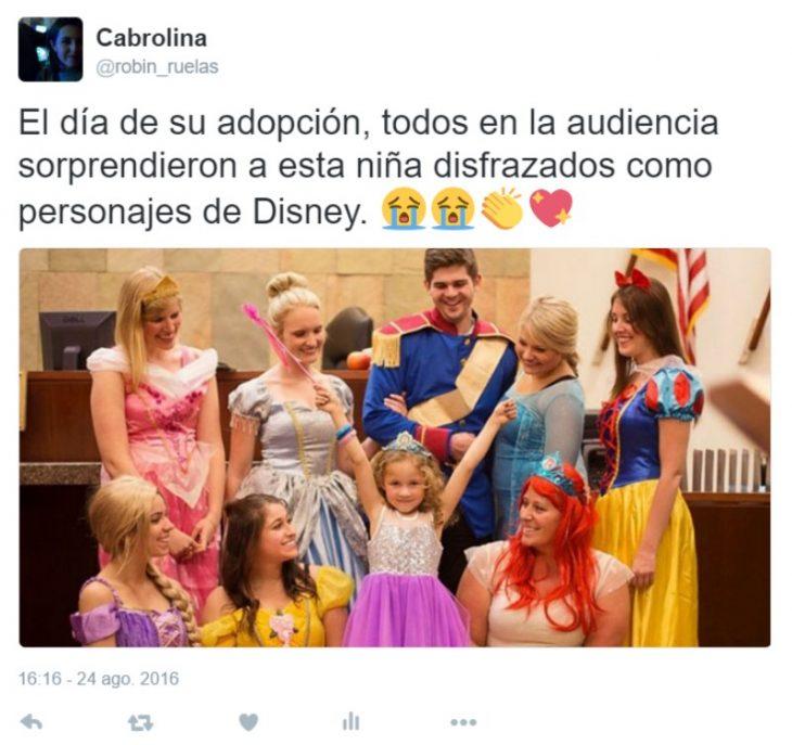 captura de pantalla de twitter perro con carta niña vestida de princesa