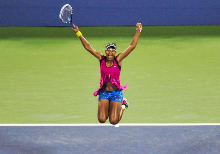 La tenista Victoria Duval saltando de felicidad.