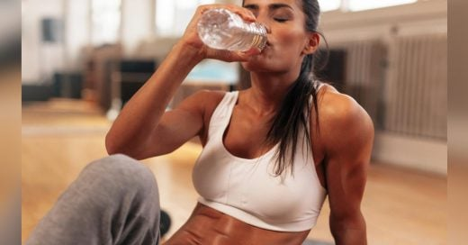Estudio asegura que sí existe relación entre tu consumo de agua y tu masa corporal