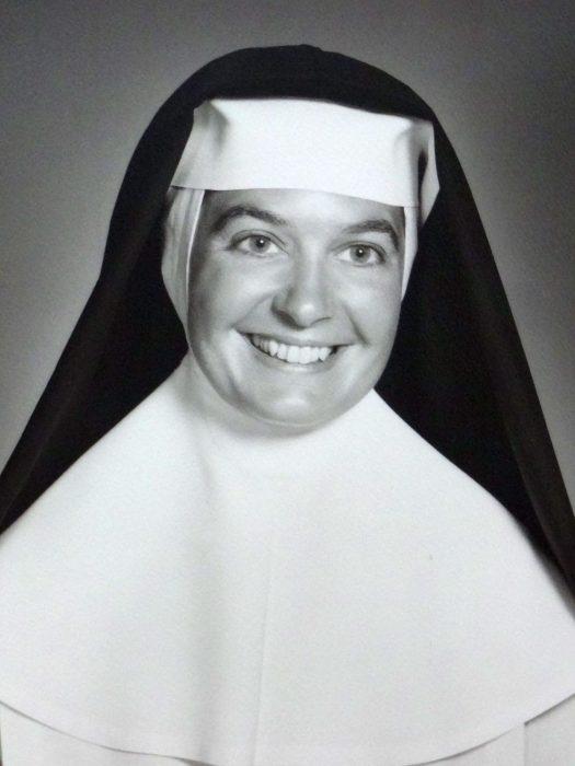 Madonna Buder de joven, cuando era monja.