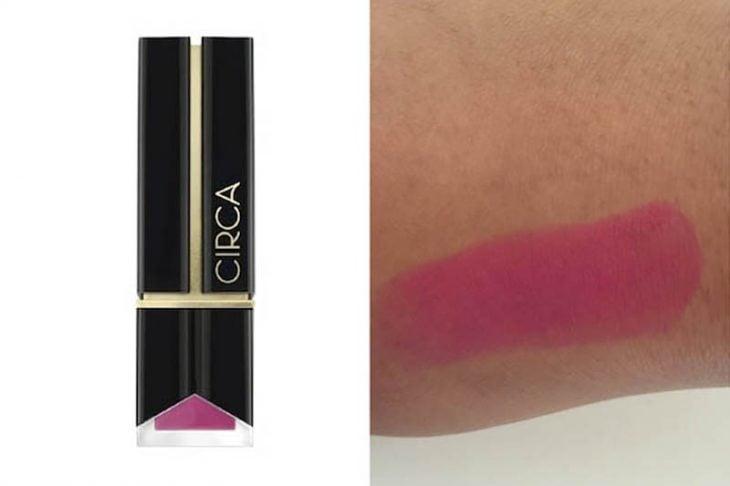 lipstick color rosa y prueba sobre piel morena