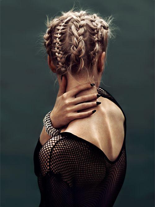 Boxer braids en cabello recogido.