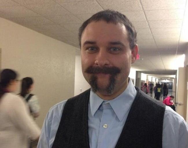 Maestro con bigotes de Pi.