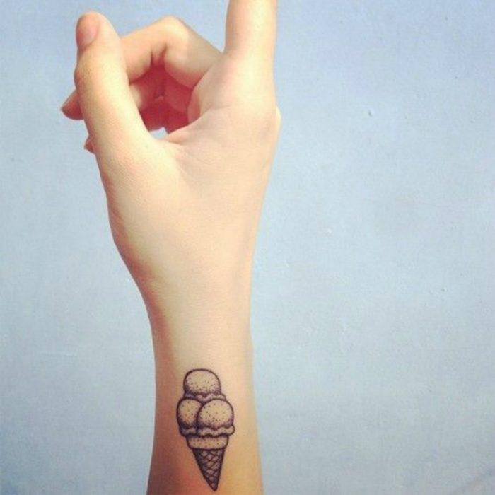 tatuaje de cono de helado