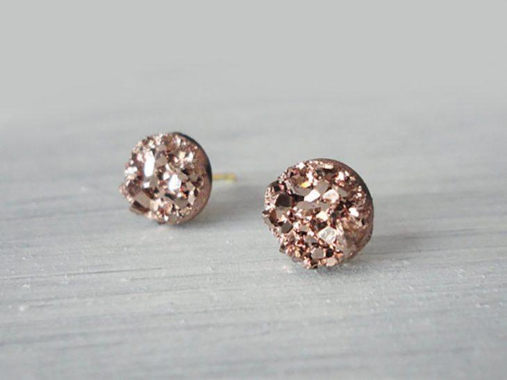 aretes de piedra mineral color rosa gold