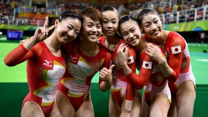 Equipo de gimnastas japonesas.