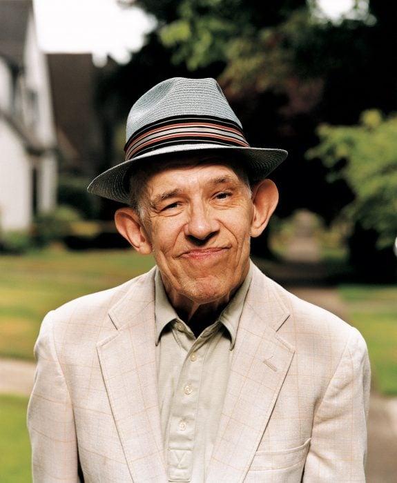 Bill Porter sonriendo.