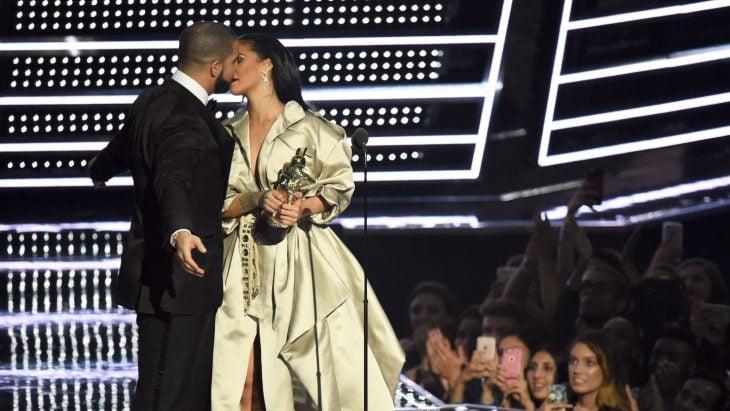 Drake confiesa su amor por Rihanna en los premios MTV
