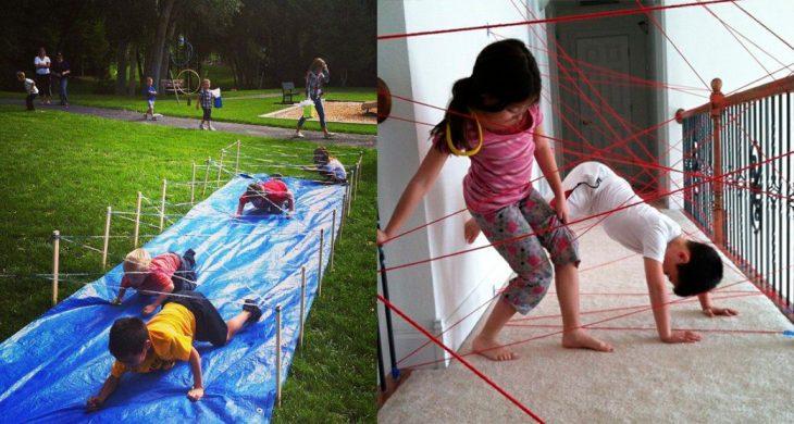 Niños pasando laberintos hechos con estambre.