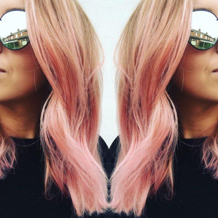 Foto efecto de espejo, cabello rosa y dorado