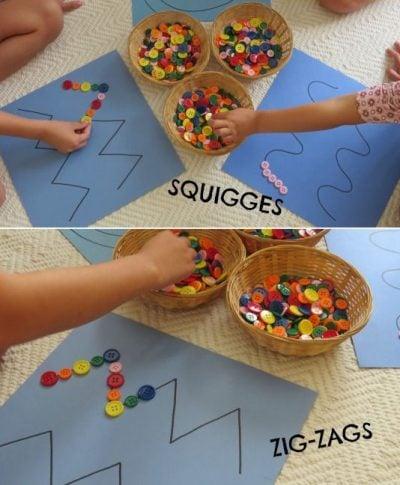 Niños acomodando botones en formas geométricas.
