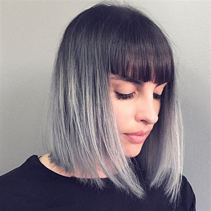 Melena en degradado de negro a gris.