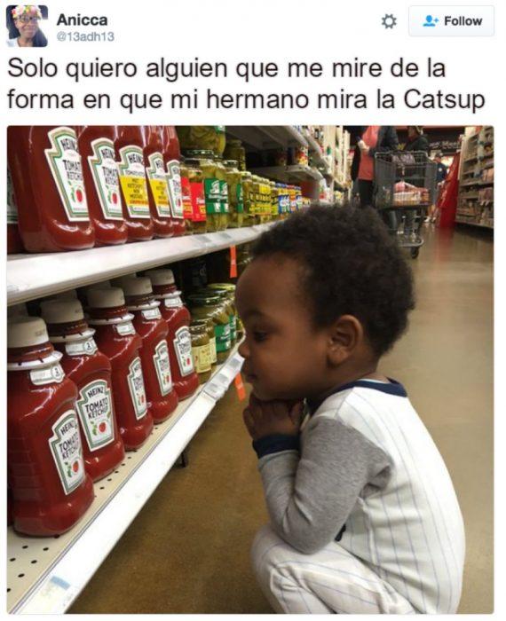 captura de pantalla de twitter niño viendo catsup