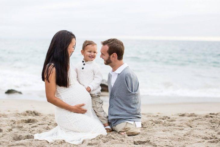 Nick y su familia en la playa.