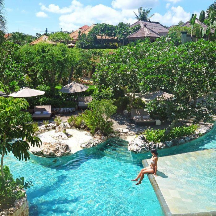 Aileen Adalid en una piscina en Bali.