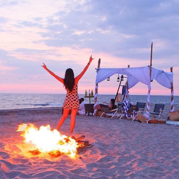 Chica en la playa.