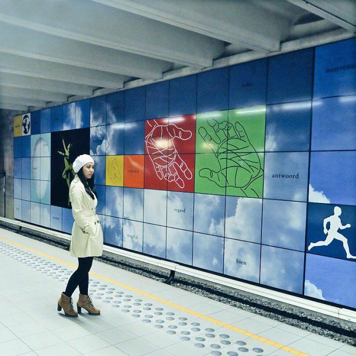 Aileen Adalid en una estación de metro.