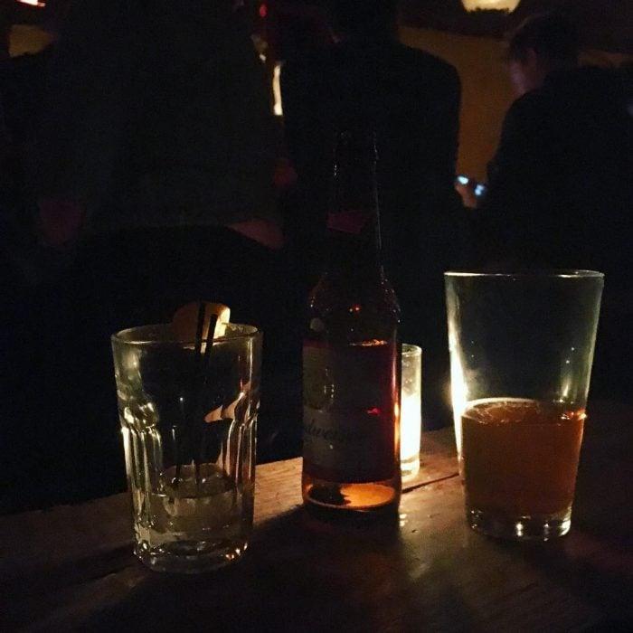 Par de copas y una cerveza.