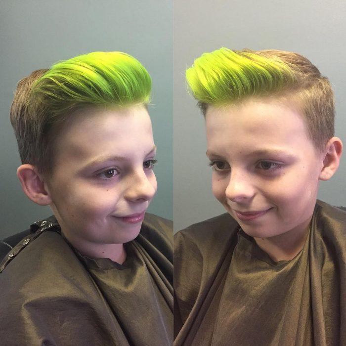 Este niño optó por una moja color verde.