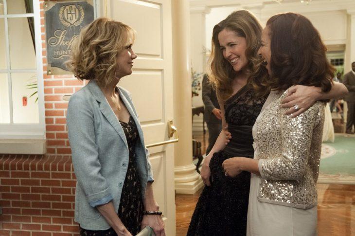 tres mujeres platicando