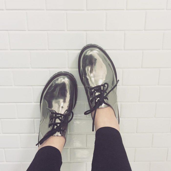 zapatos metálicos de cinta