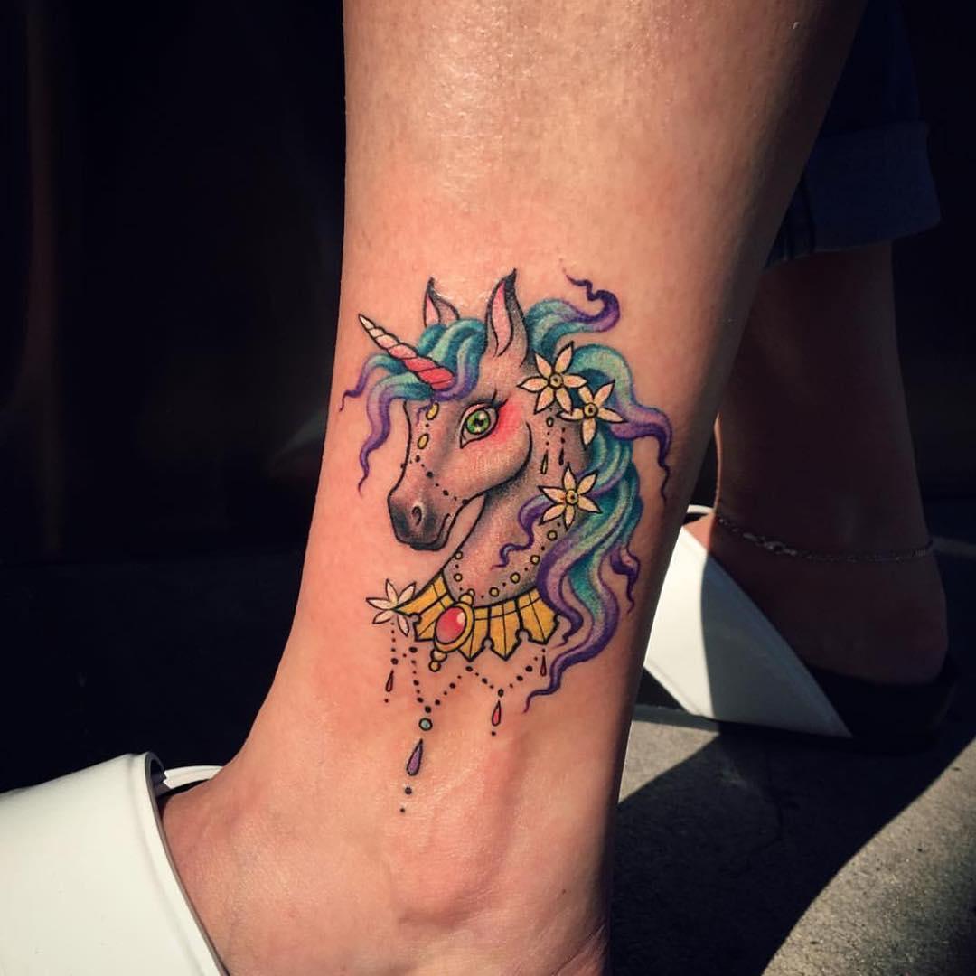 tatuajes para mujeres unicornio