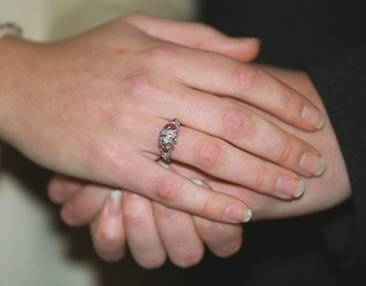 anillo de compromiso princesa Mette-Marit de Noruega