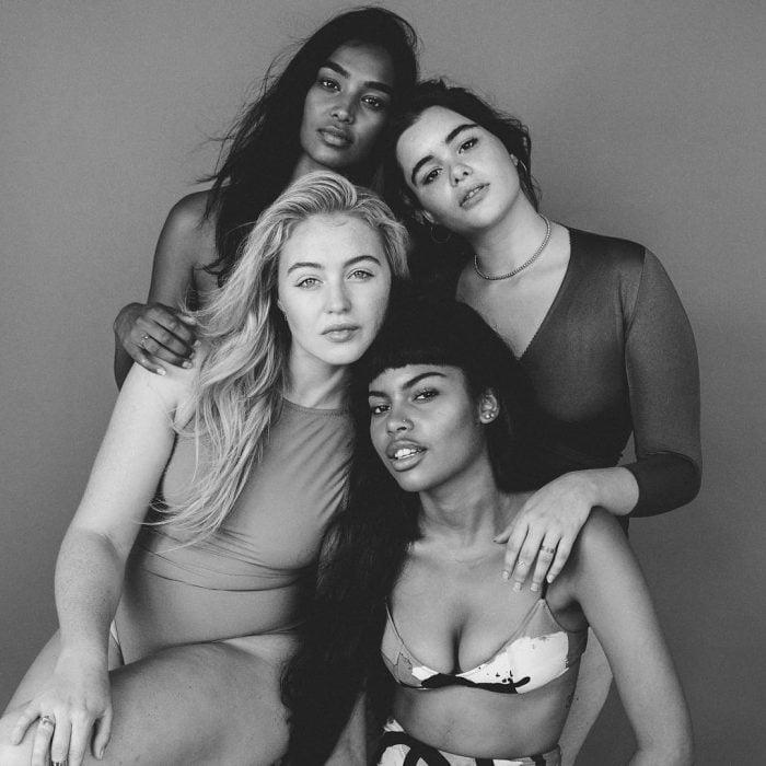 Chicas posando para el proyecto all woman project