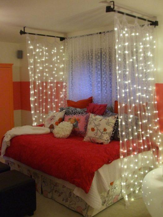 Cortinas de luces en habitación