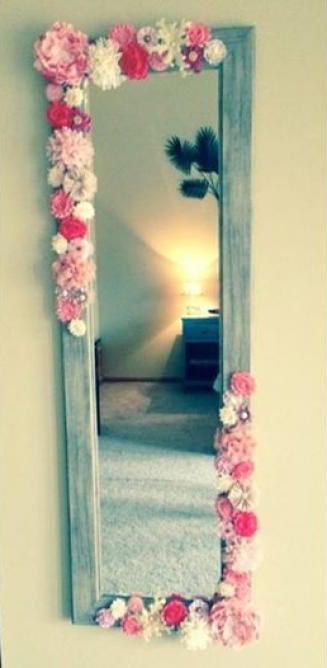 decora los marcos de tus espejos con flores