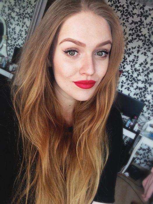 chica labios rojos