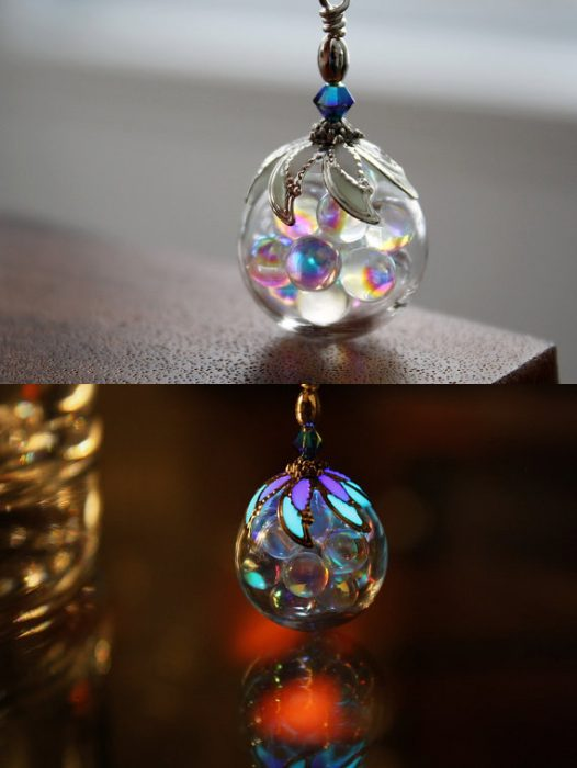 Collar de burbujas que brilla en la oscuridad