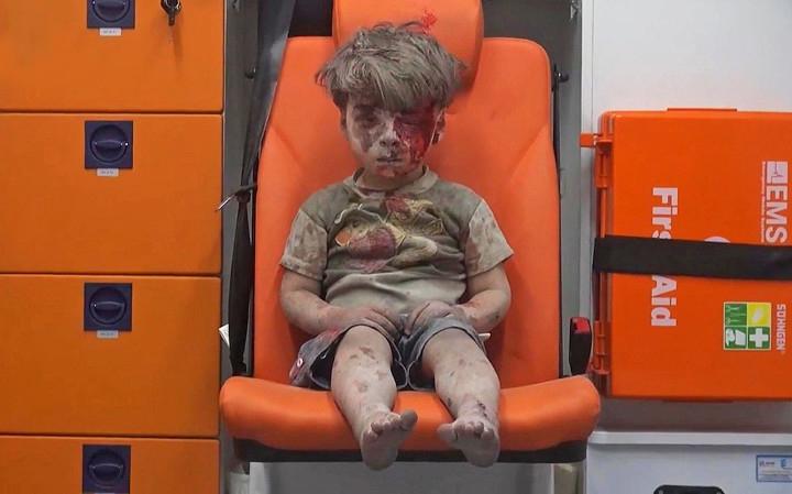 niño sirio sobreviviente ataque aereo