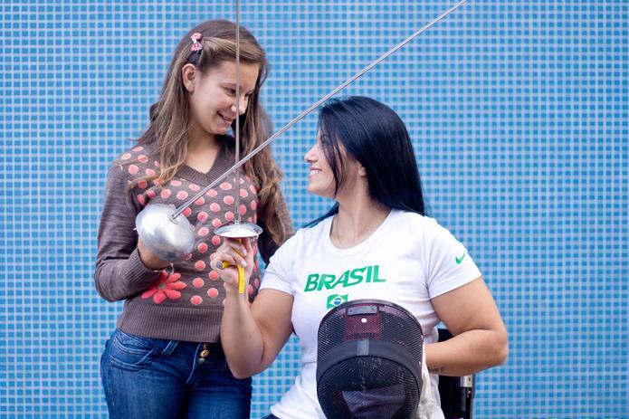 Campeona de esgrima Mónica Santos y su hija Paola