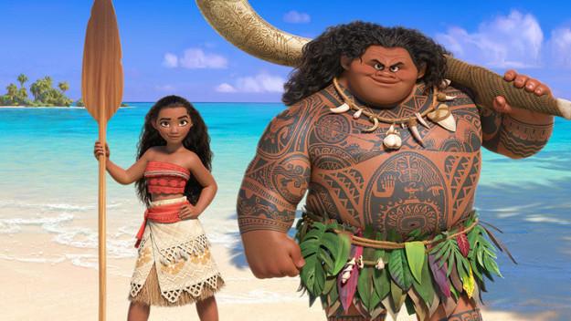 Moana y la princesa de Disney con una figura más real junto a su personaje