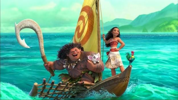 Moana la nueva princesa de Disney junto a su compañero en una balsa