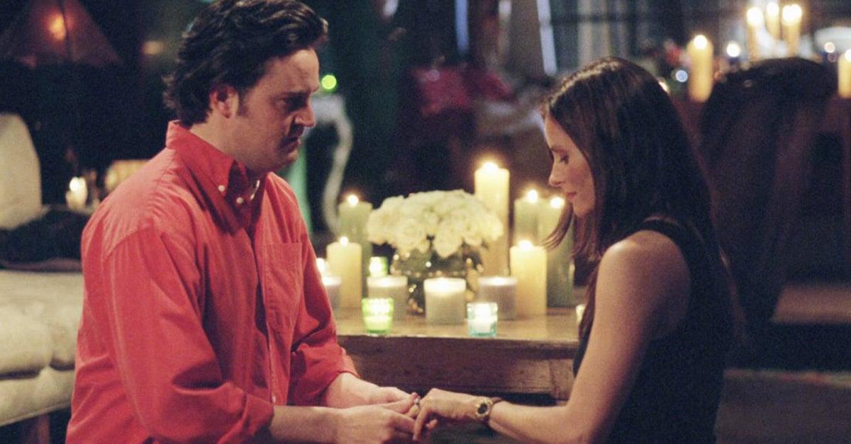 """Pide matrimonio a su novia al estilo """"Friends"""" y en el departamento de Mónica."""