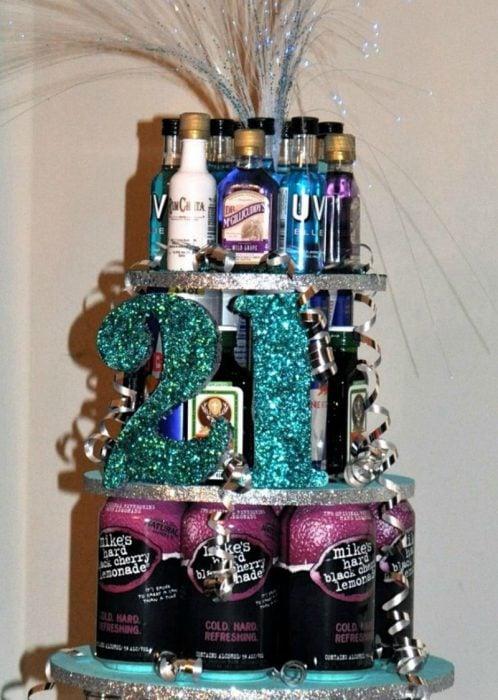 torre de cervezas con el numero 21