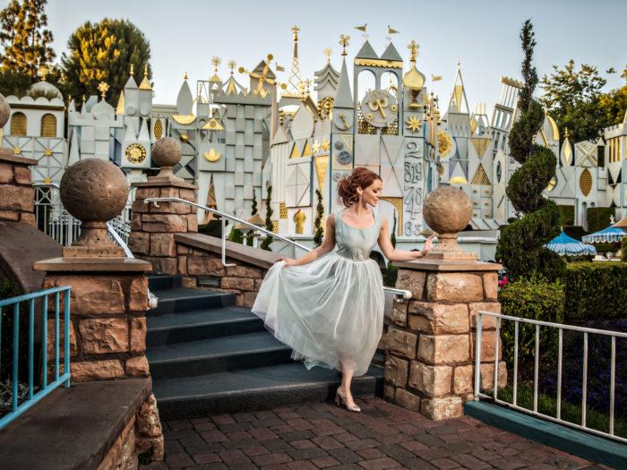 Chica en una sesión de fotos en Disney