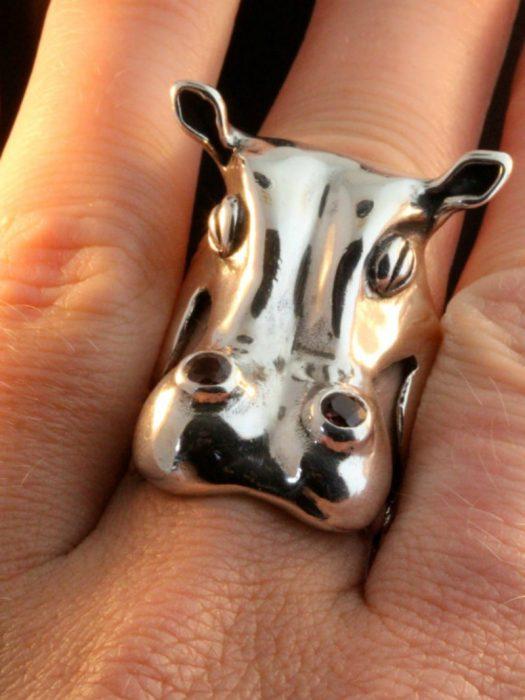 anillo en forma de hipopotamo