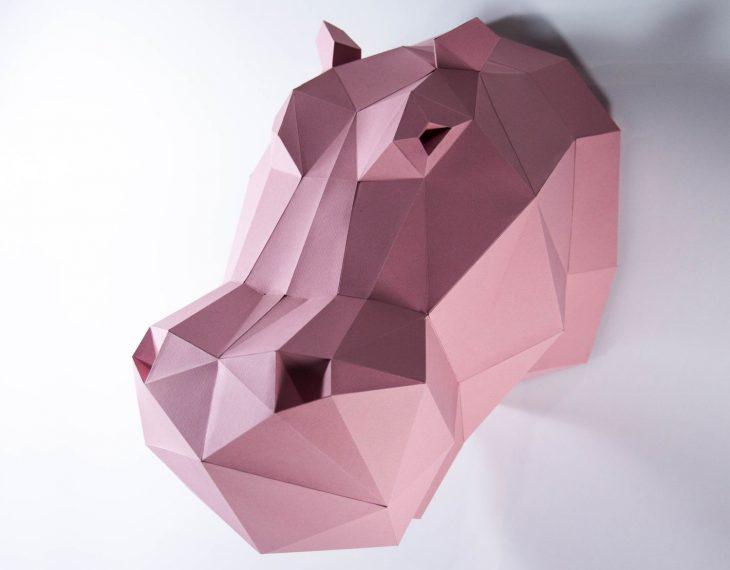 cabeza de hipopotamo rosa de papel