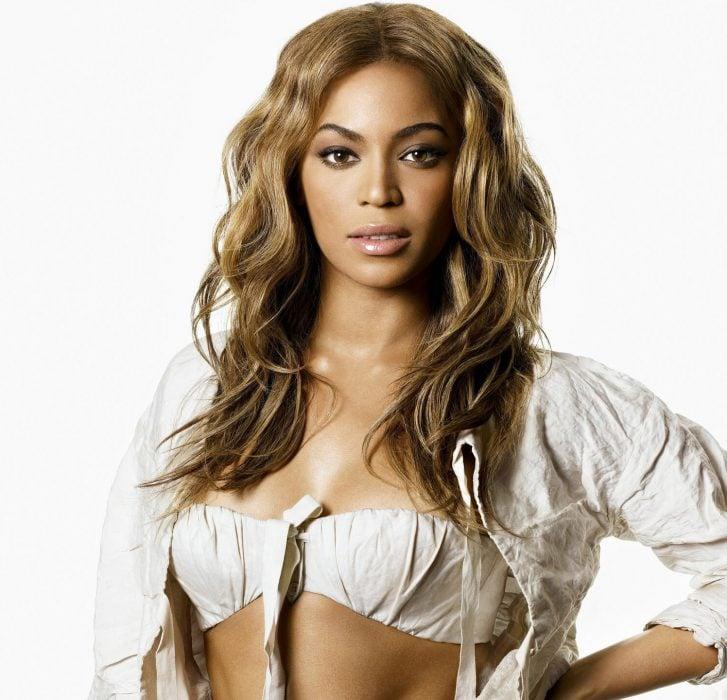 Beyoncé con ondas en su cabello.
