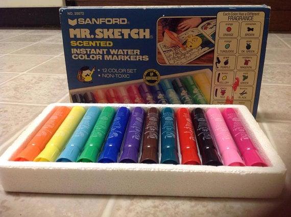 Caja de plumones de colores.