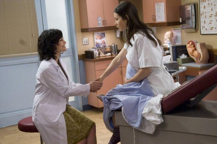 jessica biel embarazada visitando al doctor
