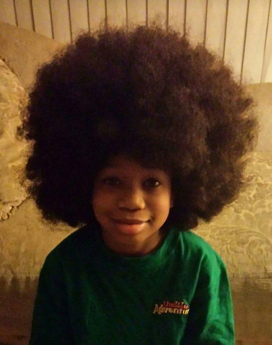 Moore con un afro.