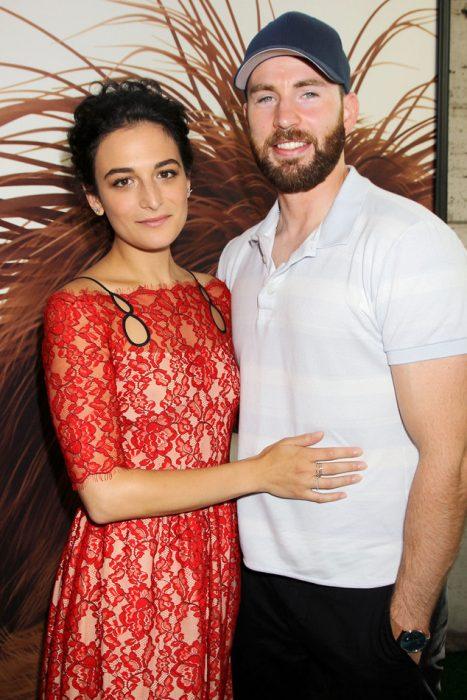 pareja hombre más guapo que mujer